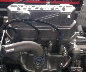 Modifizierter Toyota 3-Zylinder Gasmotor - Bild: EC Power